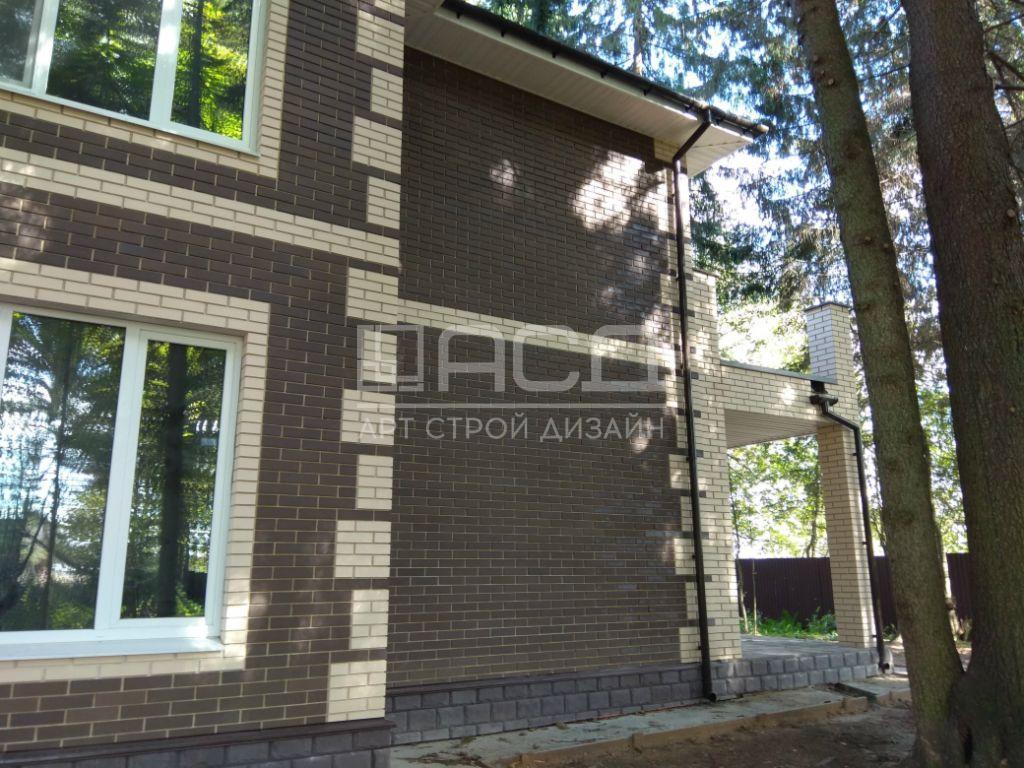 Двухэтажный кирпичный дом во Фрязино